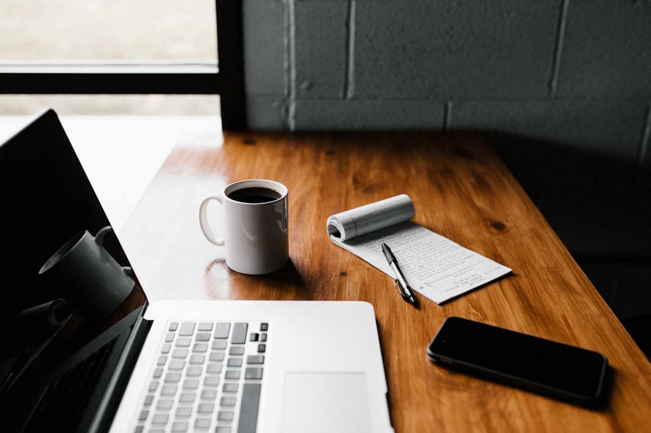Ordentlicher Schreibtisch als Voraussetzung für eine Bewerbung mit Struktur